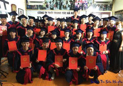 Lễ trao bằng tốt nghiệp tại Sơn Huyền