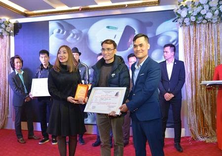Sơn Huyền giành danh hiệu Nhà Sư Phạm Trọn Đời Ngành Tóc Việt Nam